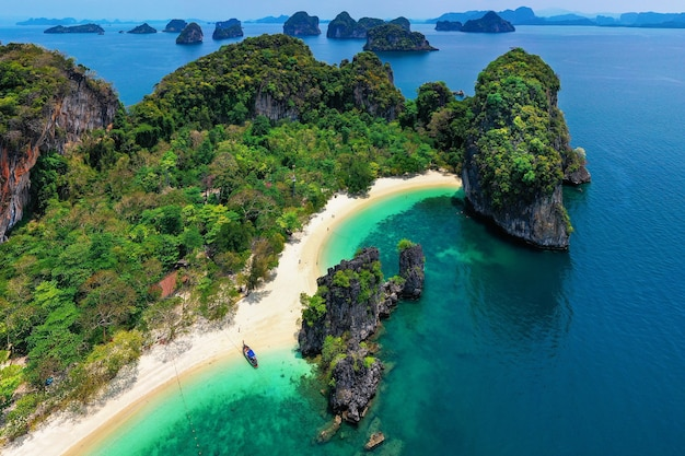 Vista aérea da ilha de koh hong em krabi, tailândia.