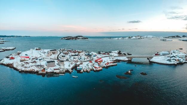 Vista aérea da ilha durante o dia