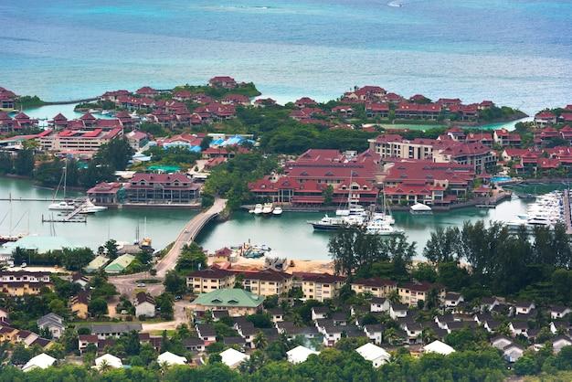 Vista aérea da ilha eden mahe seychelles