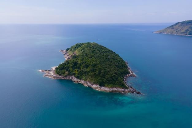 Vista aérea da ilha no mar, natureza oceano mar phuket, tailândia