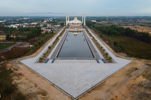 Vista aérea da mesquita central de songkhla em hatyai, songkhla, tailândia