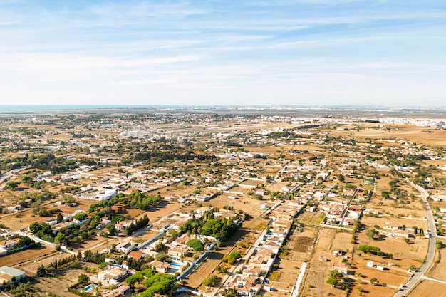 Vista aérea da paisagem rural de longe