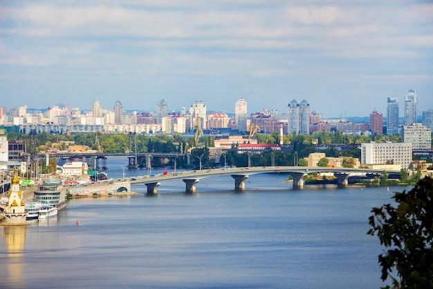 Vista aérea da ponte de kiev