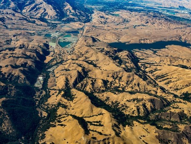Vista aérea da reserva blue oak ranch, a leste de san jose, califórnia