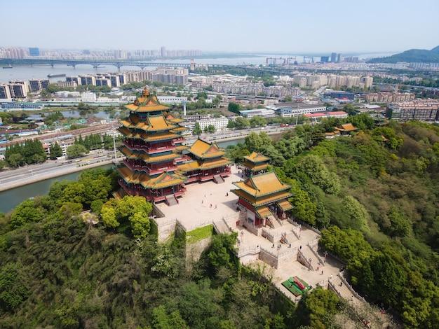 Vista aérea da torre yuejiang, um edifício antigo famoso em nanjing