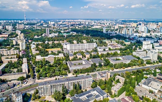 Vista aérea da universidade técnica nacional da ucrânia, também conhecida como instituto politécnico igor sikorsky kyiv. kiev, ucrânia