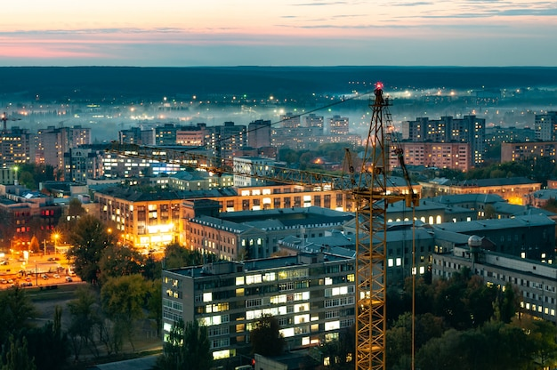 Vista aérea das belas luzes da cidade em chamas