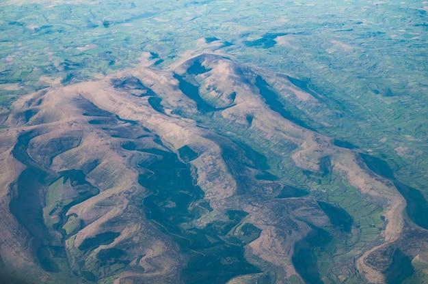 Vista aérea das montanhas negras, gales do sul, reino unido