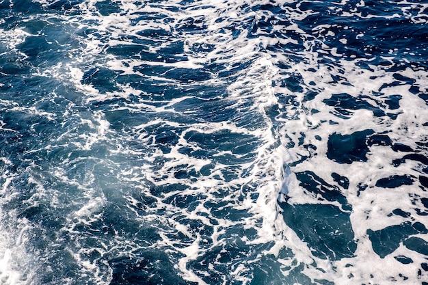 Vista aérea de cima para baixo da superfície da água do mar