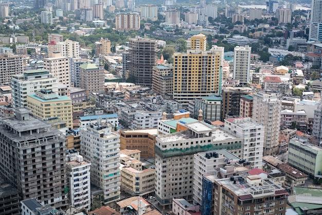 Vista aérea de dar es salaam, capital da tanzânia, na áfrica