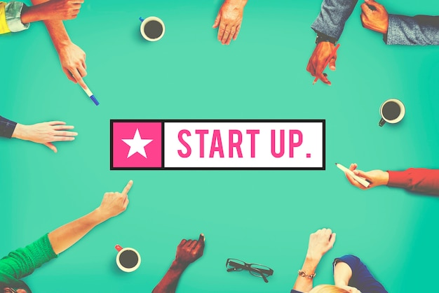 Vista aérea, de, diverso, mãos, apontar, para, startup, palavra
