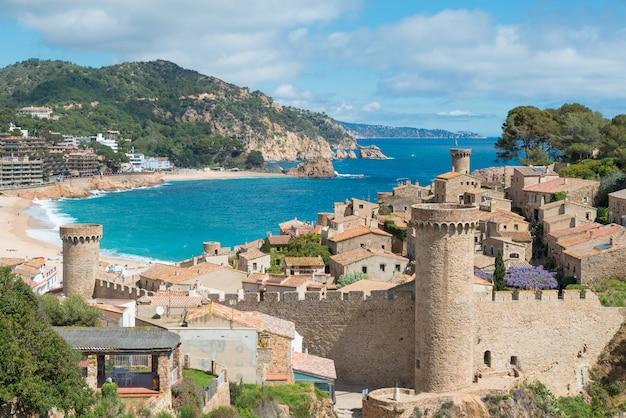 Vista aérea, de, fortaleza, vila, vella, e, badia, de, tossa, baía, em, tossa, de, mar, catalonia, espanha