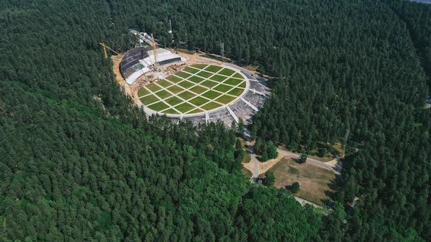 Vista aérea de grande canteiro de obras