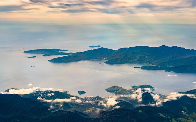 Vista aérea de mangaratiba, no estado brasileiro do rio de janeiro