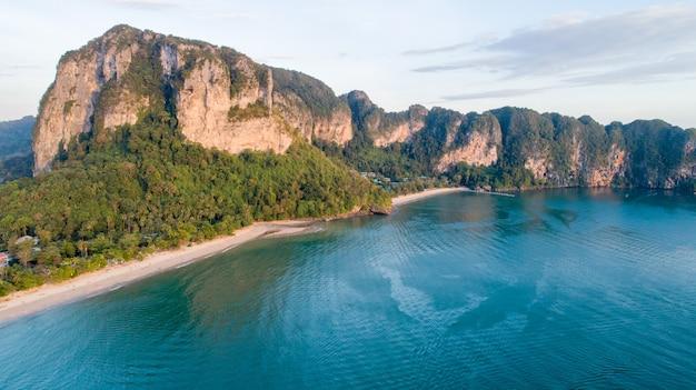 Vista aérea, de, montanha, phi phi, ilha, em, tailandia