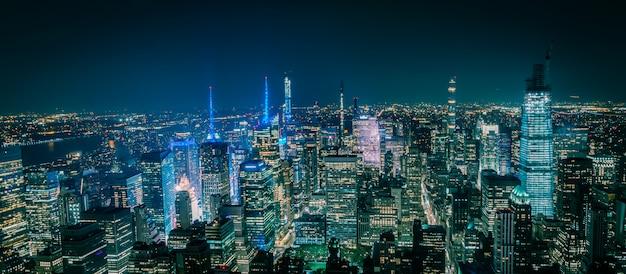 Vista aérea de nova york manhattan à noite