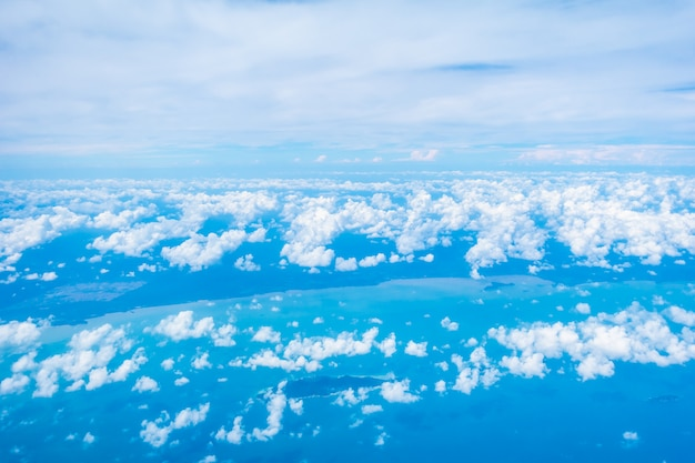 Vista aérea, de, nuvem branca, e, céu azul