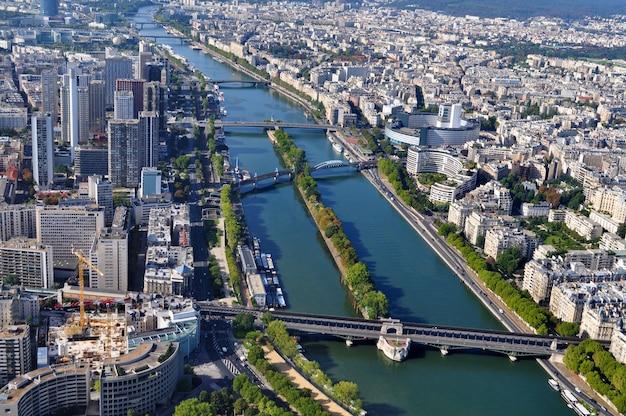 Vista aérea de paris com o rio sena
