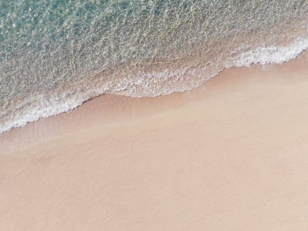 Vista aérea, de, praia arenosa, e, mar azul, com, onda