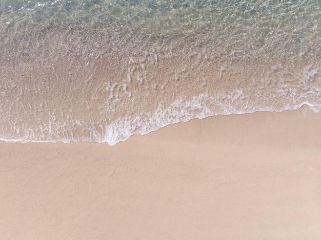 Vista aérea, de, praia arenosa, e, mar vlue, com, onda