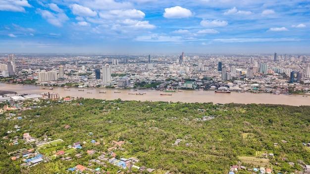 Vista aérea, de, skyline bangkok, e, vista, de, chao phraya, rio, vista, de, zona verde, em, bang, krachao, phra pradaeng, samut prakkan, província