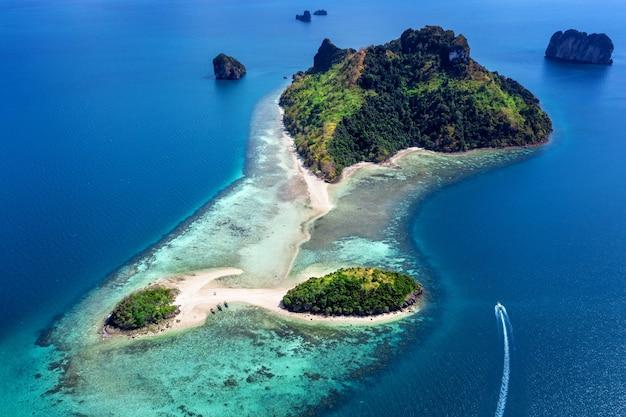 Vista aérea de talay waek em krabi, tailândia.
