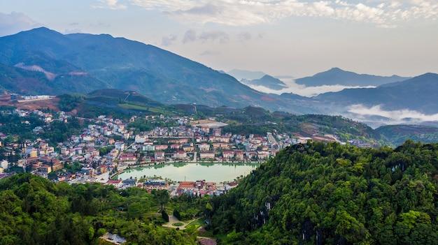 Vista aérea de topo sapa city, lao cai, vietnã