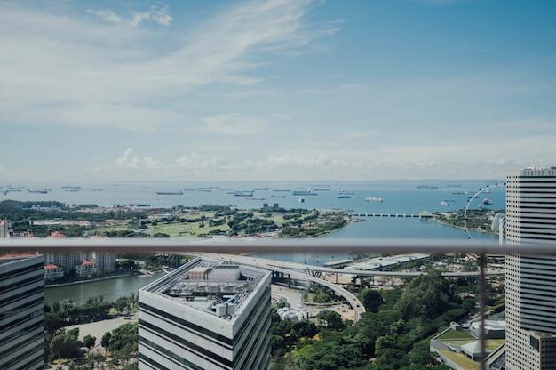 Vista aérea, de, um, cidade, com, a, mar