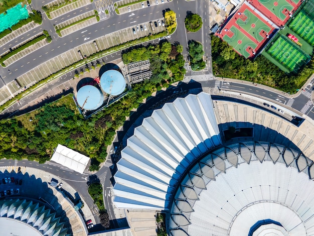 Vista aérea de um estádio de futebol em uma cidade na china