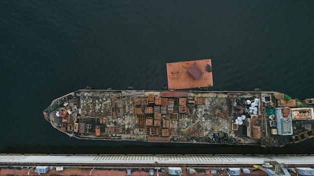 Vista aérea de um navio