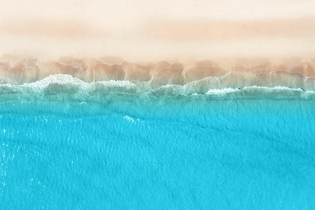 Vista aérea de uma bela praia