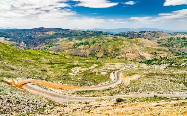 Vista aérea de uma estrada para nemrut dagi nas montanhas da turquia