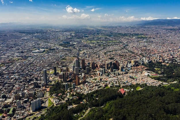 Vista aérea de uma vista panorâmica da cidade de bogotá.