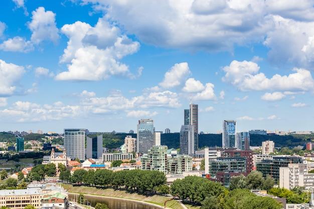 Vista aérea de vilnius com distrito financeiro