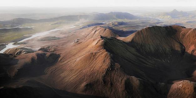 Vista aérea de vulcânico na islândia