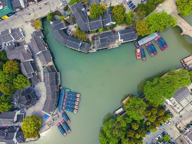 Vista aérea do antigo cais na cidade antiga de shantang, suzhou