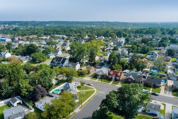 Vista aérea do bairro residencial moderno em uma cidade americana, bairro residencial em sayreville nj
