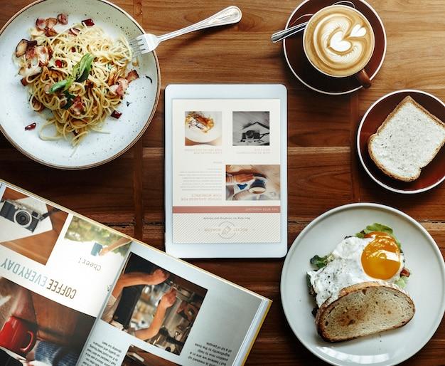 Vista aérea do café da manhã comida na mesa de madeira