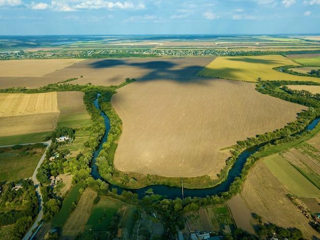 Vista aérea do campo vista de cima do rio vista aérea da floresta