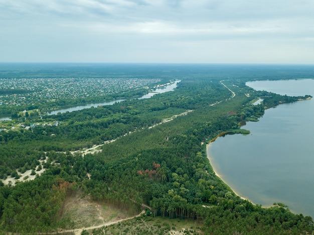 Vista aérea do campo vista superior do rio, vista aérea da floresta,