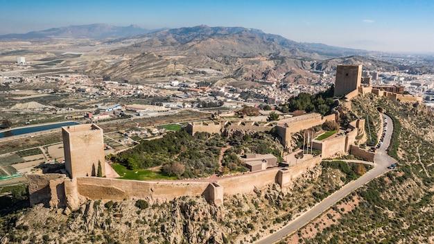 Vista aérea do castelo de lorca. em espanhol castillo de lorca