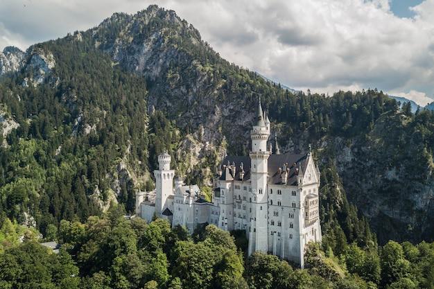 Vista aérea do castelo de neuschwanstein na baviera