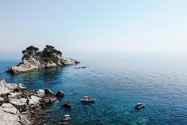 Vista aérea do corpo de água durante a natureza diurna incrível agradável novo belamente foto