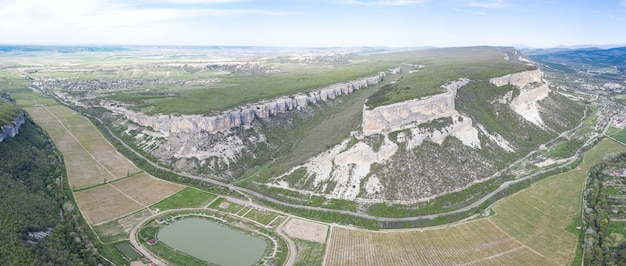 Vista aérea do desfiladeiro de belbek na crimeia.