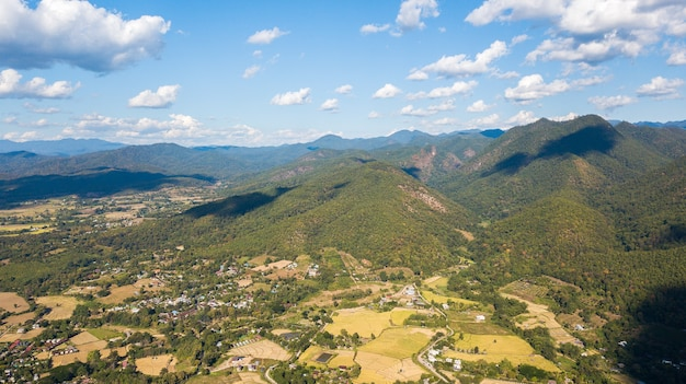 Vista aérea do distrito de pai mae hong son tailândia. pai é uma pequena cidade no norte da tailândia, província de mae hong son, perto da fronteira com mianmar