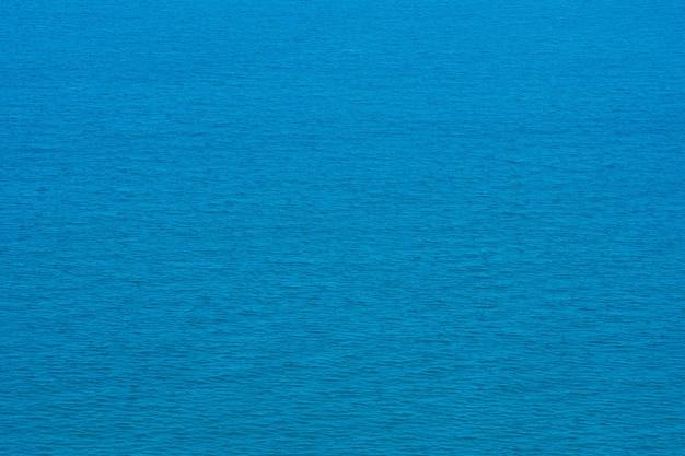 Vista aérea do drone. linda textura turquesa de água do mar
