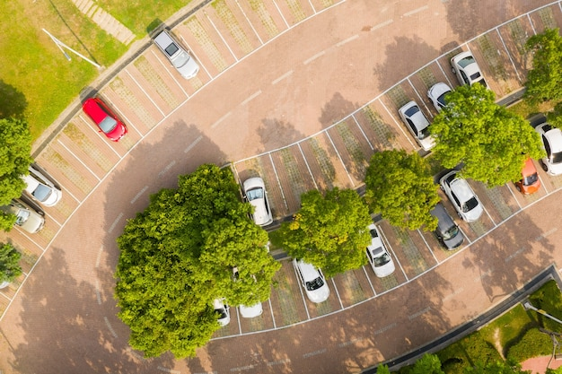 Vista aérea do estacionamento do parque florestal wen-xin em taichung, taiwan, nantou, ásia