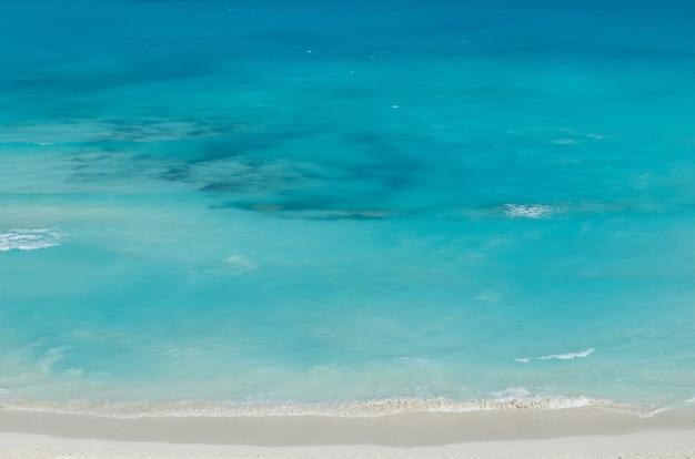 Vista aérea do fundo do mar e litoral