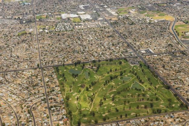 Vista aérea do horizonte do centro de phoenix, arizona, olhando para o nordeste sobre nós
