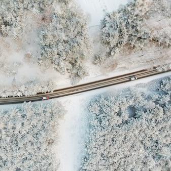 Vista aérea do inverno em aldeia polonesa